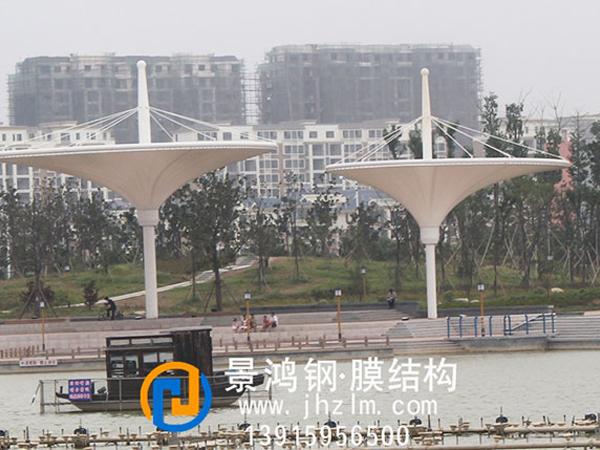 梦蝶湖公园河岸景观膜结构倒立伞工程